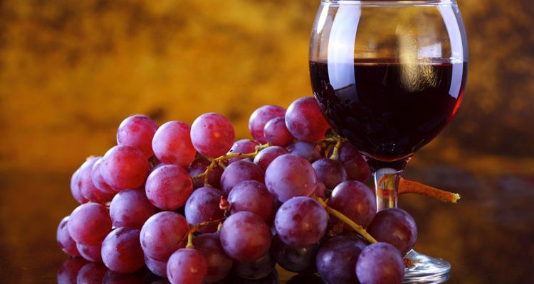 ไวน์องุ่นยี่ห้อไหนดี เรามีวิธีที่ทำให้คุณเลือก ไวน์องุ่น แบบง่ายๆ สบายกระเป๋า